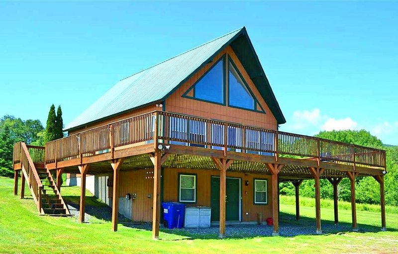 Journeys End Chalet - Minutes to Jay Peak!, Ferienwohnung in Mansonville