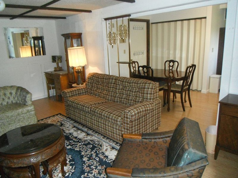 Quiet Upscale Deer Lake Area - Furnished Suite, vacation rental in Burnaby