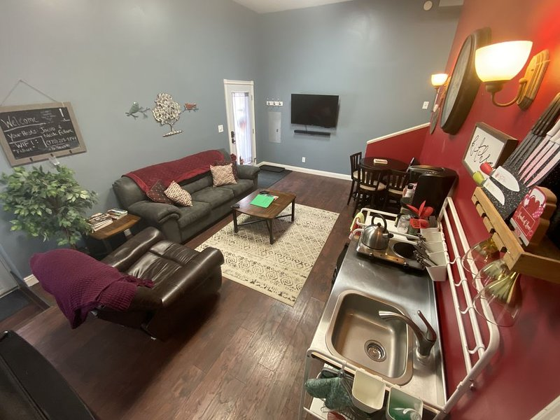 Pet friendly Luxury Downtown Loveland Condo, holiday rental in Johnstown