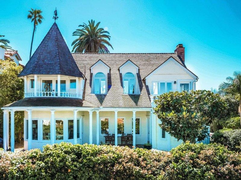 La Jolla Cape Cod Beauty: Steps to the Beach and Village, Ocean Views, 2 Yards!, vacation rental in La Jolla