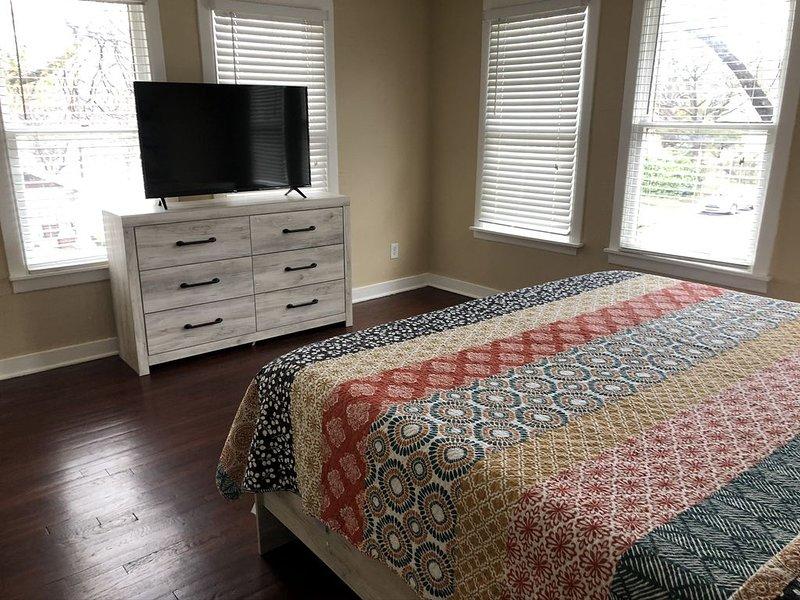Large Apt w Comfortable King Bed, close to Downtown Dallas, location de vacances à Mesquite
