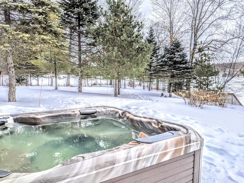 Luxury Muskoka Cottage On Private Peninsula ★★★★★, aluguéis de temporada em Katrine