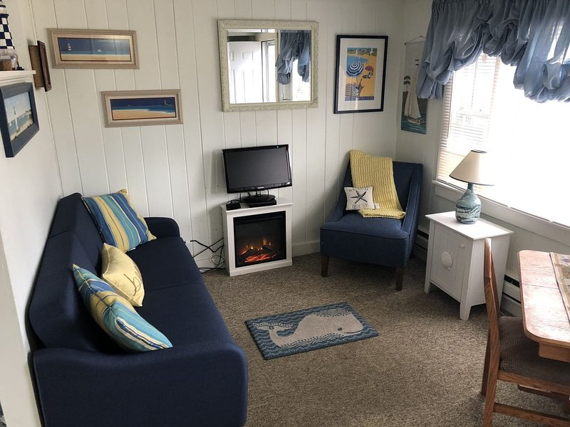 Cute 1 Bedroom efficiency Condo At Glendon Beach With Inground Pool, location de vacances à Dennis Port