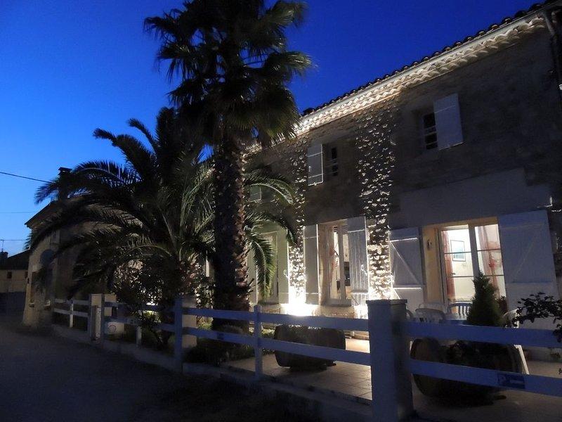 Maison avec Spa Sauna Piscine intérieure près des plages de l'Océan Atlantique, holiday rental in Prignac-En-Medoc