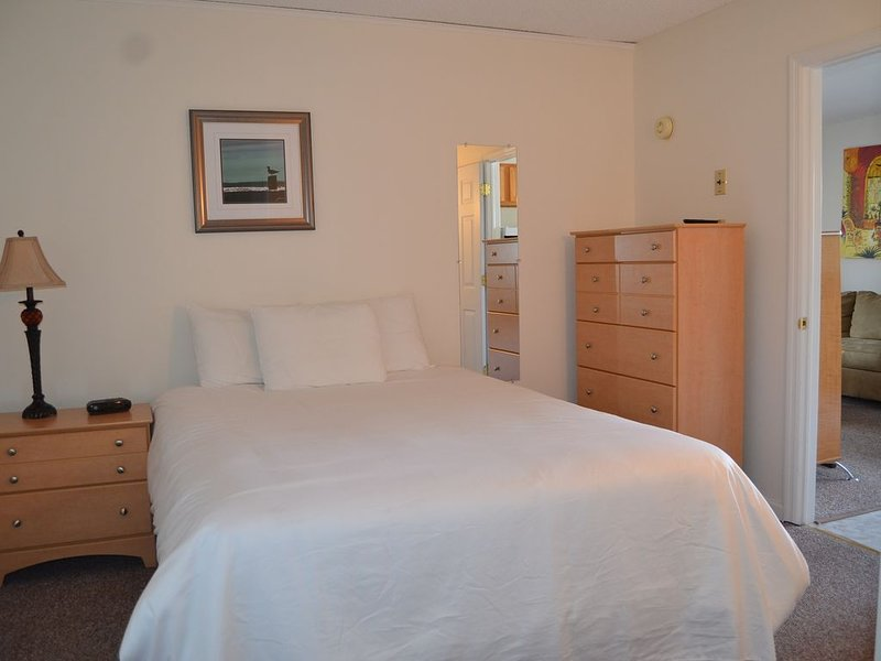 2 Bedroom Deck Suite on Lake George, holiday rental in Lake George