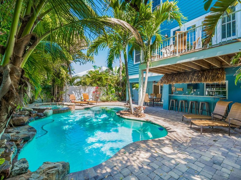 Great house, Amazing outdoor space! Close to Beach- Private pool/spa, holiday rental in Holmes Beach