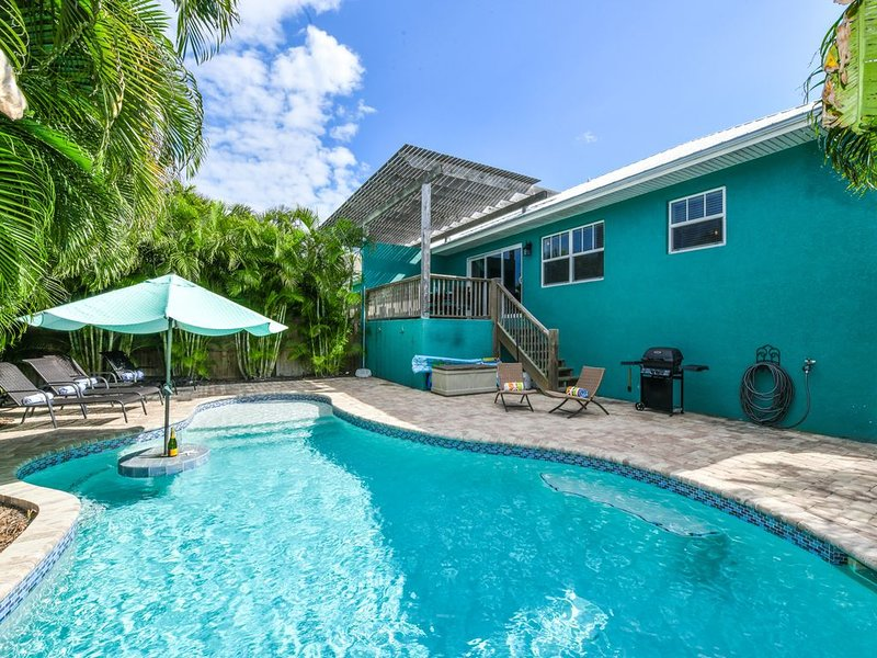 Charming Cottage, one block off beach with a private pool and gorgeous backyard!, holiday rental in Holmes Beach