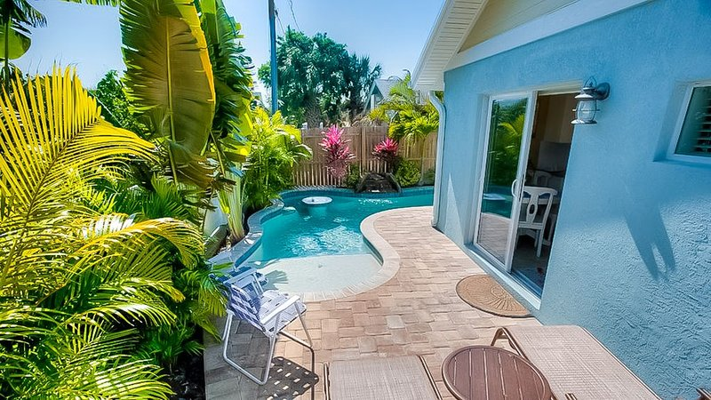 Perfect Family Vacation home just off the beach! Private Pool!, vacation rental in Holmes Beach