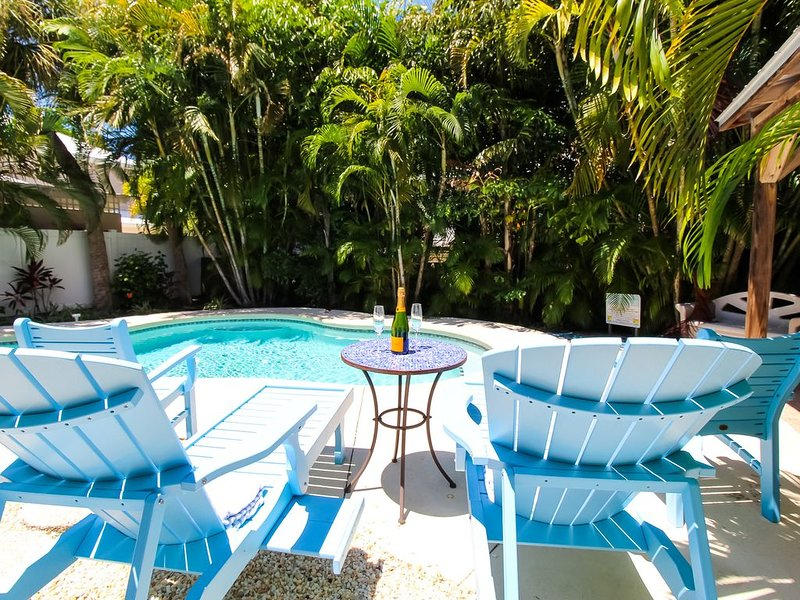 Great Cottage with private pool and close to BEACH!, holiday rental in Holmes Beach