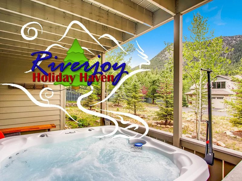 NEW! 30 Seconds to BIG THOMPSON RIVER!  Hot tub!  Home Theater!  6 Min to RMNP, vacation rental in Estes Park