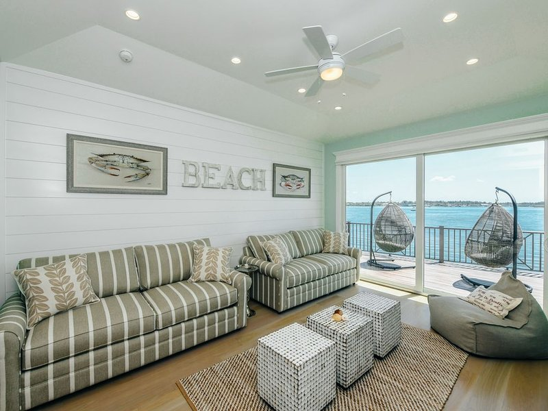 Fantastic Water Front Luxury home! Dock, A+ views, SwimSpa, and near the beach!, holiday rental in Bradenton Beach