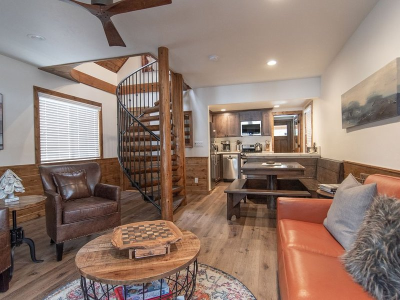 Club Sportiva's luxurious, recently remodeled cabin in North Lake Tahoe – semesterbostad i Tahoe Vista