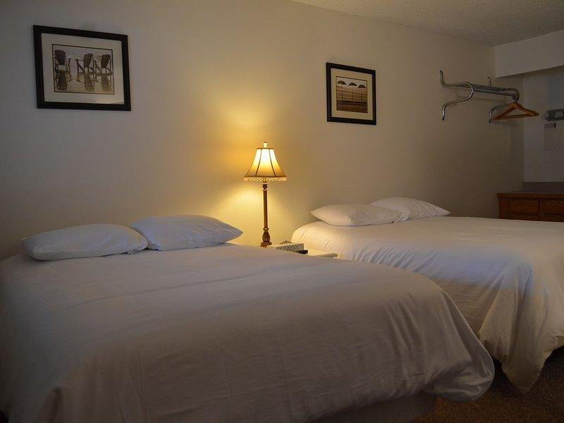 1 Bedroom Suite on Lake George, location de vacances à Diamond Point