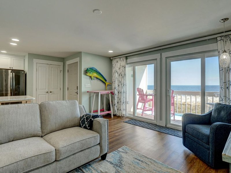 Oceanfront-Pool-Keyless Checkin-Complete Renovation, alquiler vacacional en Carolina Beach