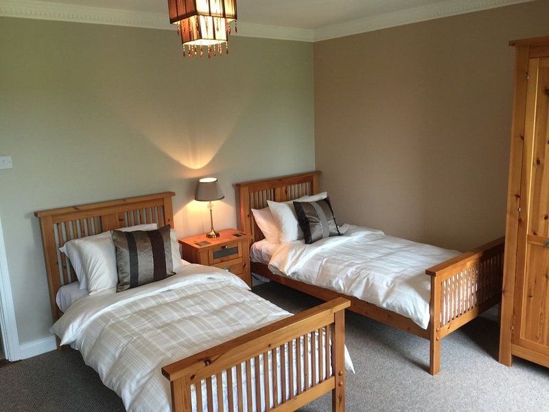 4beds on golf course, holiday rental in Donard