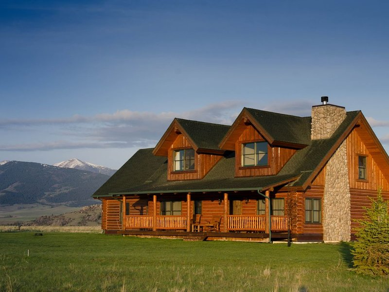 Madison Valley Cabin, holiday rental in Cameron