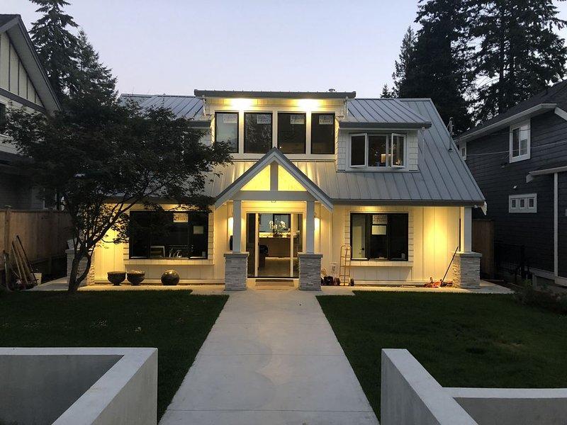 Beautiful Newly Built 4 Bedroom 4 bathroom Family Home, alquiler vacacional en Lions Bay