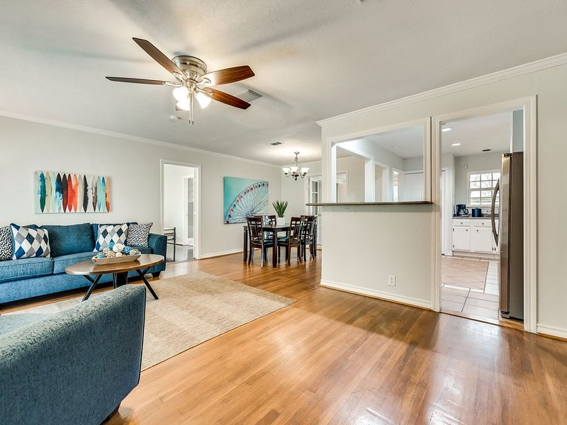 Stylish Home - Perfect Central Dallas Location!, holiday rental in Addison