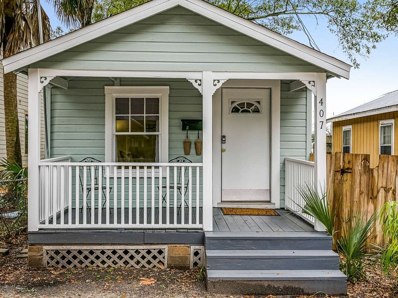 Centrally Located North Hill One Bedroom Cottage-Minutes from Downtown-Budget Fr, holiday rental in Pensacola
