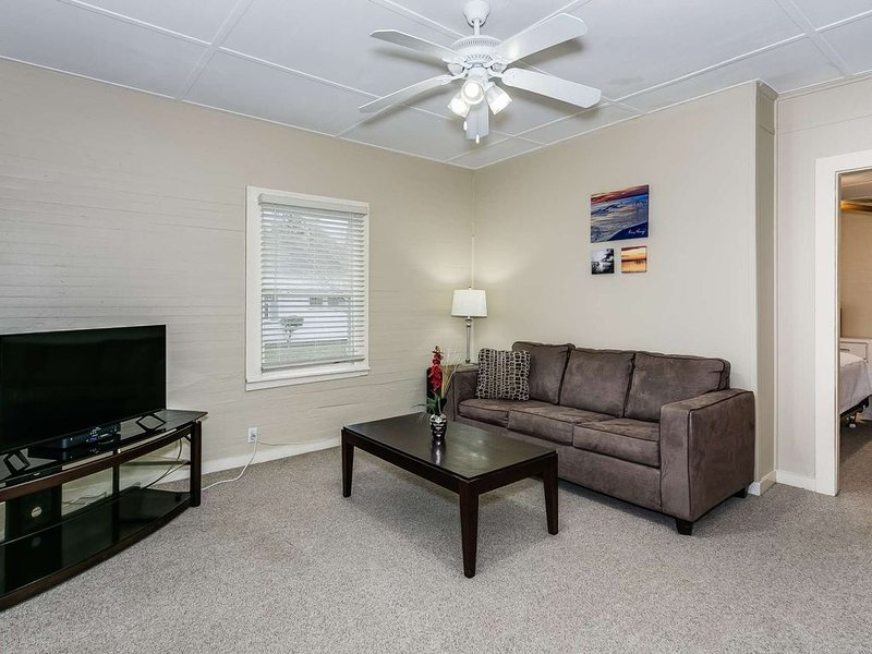 Budget Friendly Centrally Located in East Hill - Free Off Street Parking - Free, vacation rental in Pace