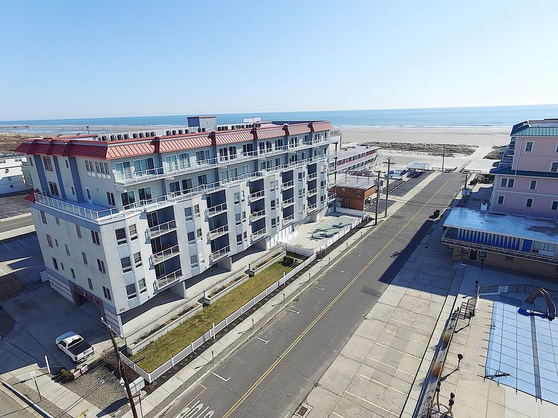 Gorgeous Ocean views from your Private Balcony, and a Phenomenal Location!, vacation rental in Wildwood Crest