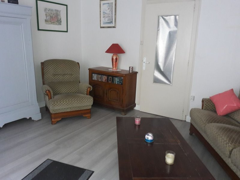 Jolie maison cœur de bourg (20 minutes du Puy du fou ), holiday rental in Montournais