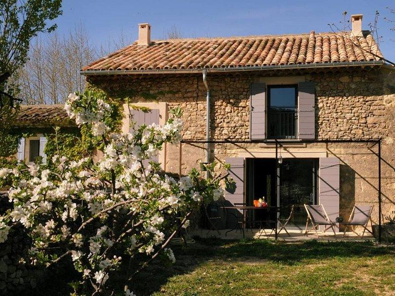 Bastide de la Mandarine du 18°s 'Ocre Rouge'  Naturelle au Coeur du Luberon, holiday rental in Buoux