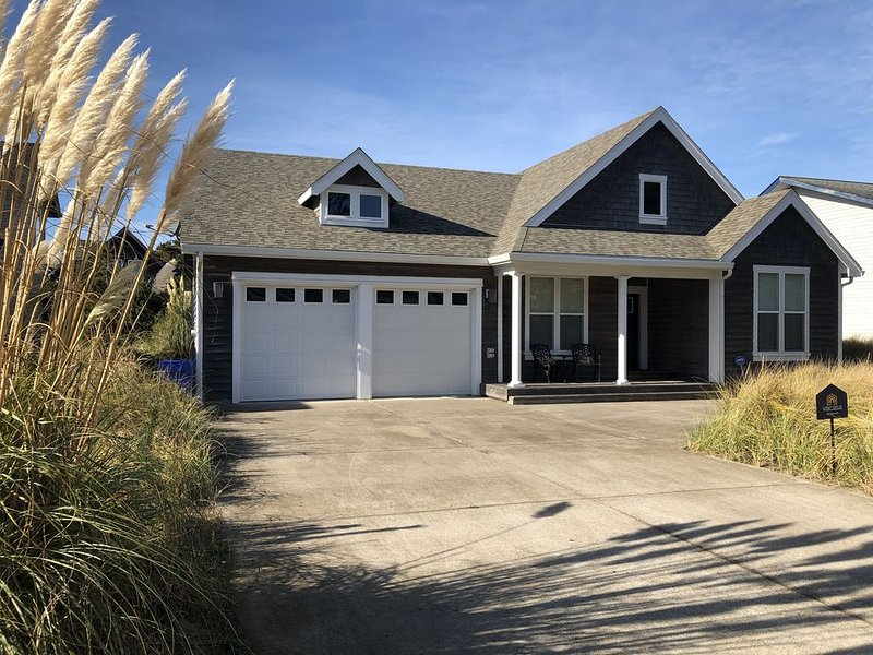 KIWANDA SHORES! Pristine home close to Pelican Pub, 2 blocks to beach, holiday rental in Pacific City
