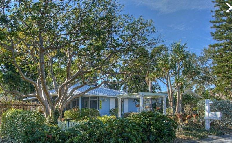 Quiet cozy home near Anna Maria Island, Robinson Preserve, Desoto Nt'l Monument, holiday rental in Bradenton