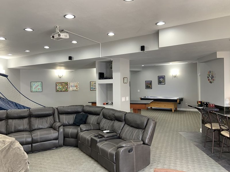 The Rec Room with game tables, theater, hot tub and more!, holiday rental in Brigham City