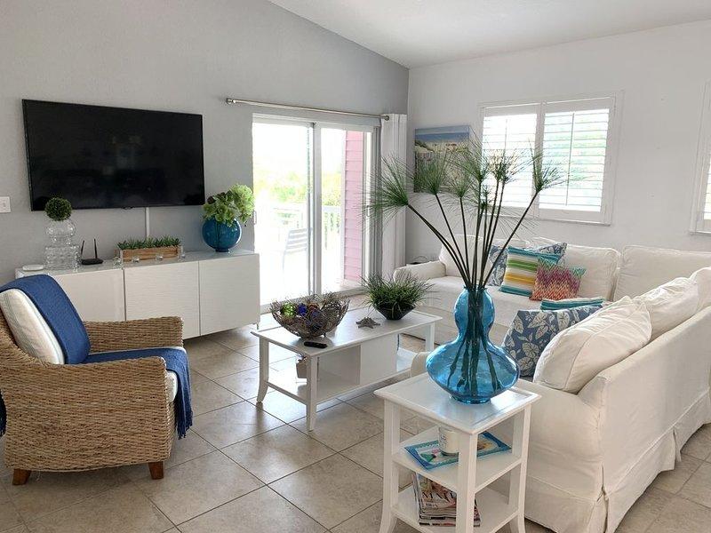 Bimini Blue Villa (WALK TO CASINO, POOL, & MARINA), holiday rental in Bimini