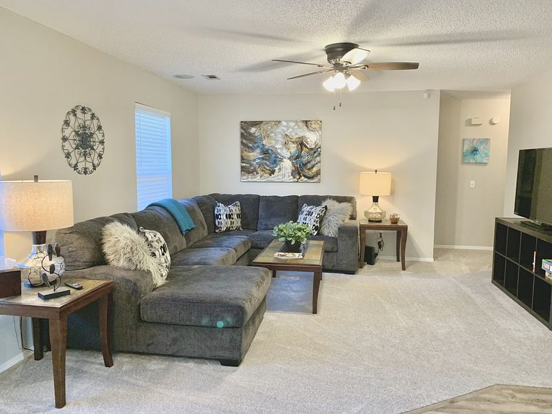Newly remodeled 3 br 2 ba - Minutes to bike trails and Walmart Home Office, vacation rental in Bentonville