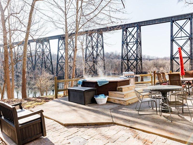 Multi-family, Riverfront,  Boat Ramp WOW!!, location de vacances à Gladstone