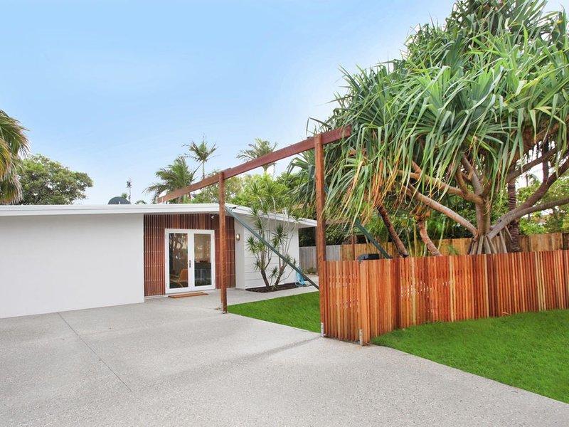 BEAUTIFULLY RENOVATED CLASSIC BEACH HOUSE, location de vacances à Marcoola