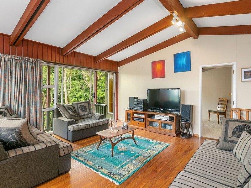 Broad Bay Treetop Hideaway - Broad Bay Holiday Home, location de vacances à Mosgiel