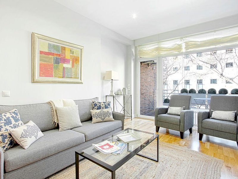 Bright 2 Bd Apart in front of Retiro Park.  Retiro II, vacation rental in Madrid