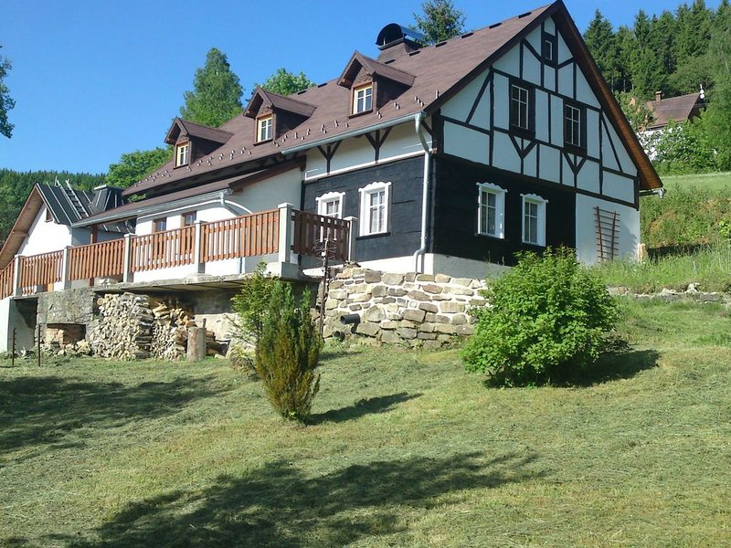 Peacefully located house with views of the valley, holiday rental in Erlbach