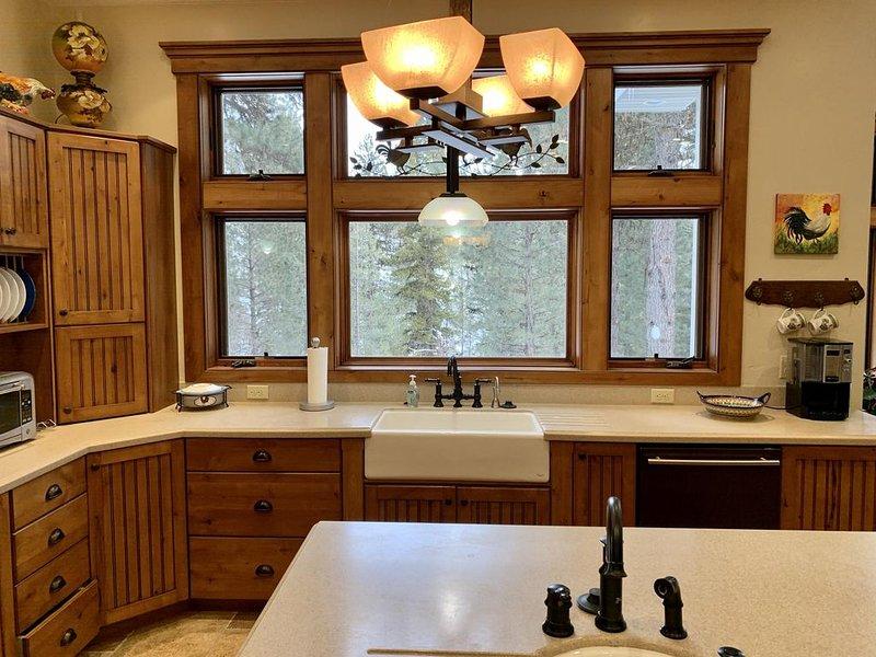 Modern Cabin, Epic Snowmobile Trail and Payette River Access, aluguéis de temporada em Crouch