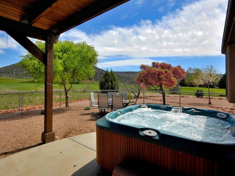 RED ROCK VIEWS- SEDONA 5BR RETREAT! SLEEPS 16!, vacation rental in Rimrock