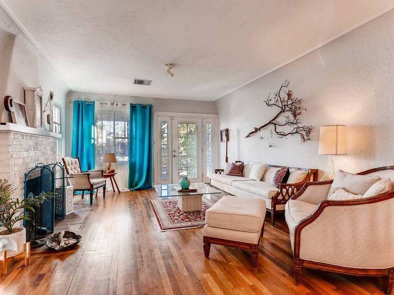 HISTORIC 2BR HOUSE- DOWNTOWN PHX!  SLEEPS 6!, holiday rental in Phoenix