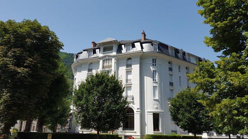 Appartement  pour cures et vacances en plein cœur de Bagnères de Luchon., holiday rental in Bagneres-de-Luchon
