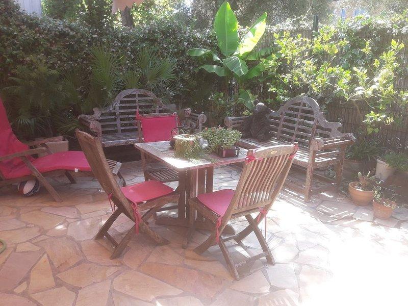 Jolie Villa dans domaine privé,terrasses, clim,tennis,restaurant,park, Ferienwohnung in Villeneuve-Loubet