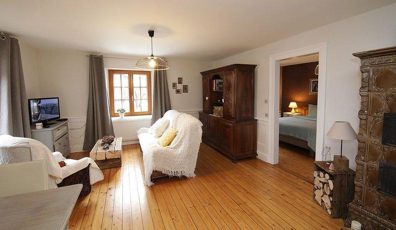 Gite aux pieds des montagnes dans une maison alsacienne, holiday rental in Soultzeren