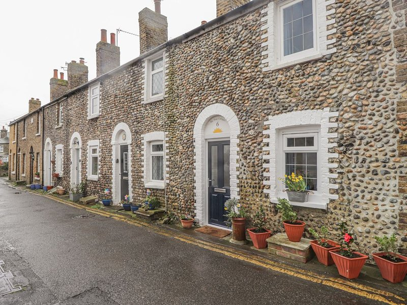 6 Flint Cottages, MINNIS BAY, vacation rental in Birchington