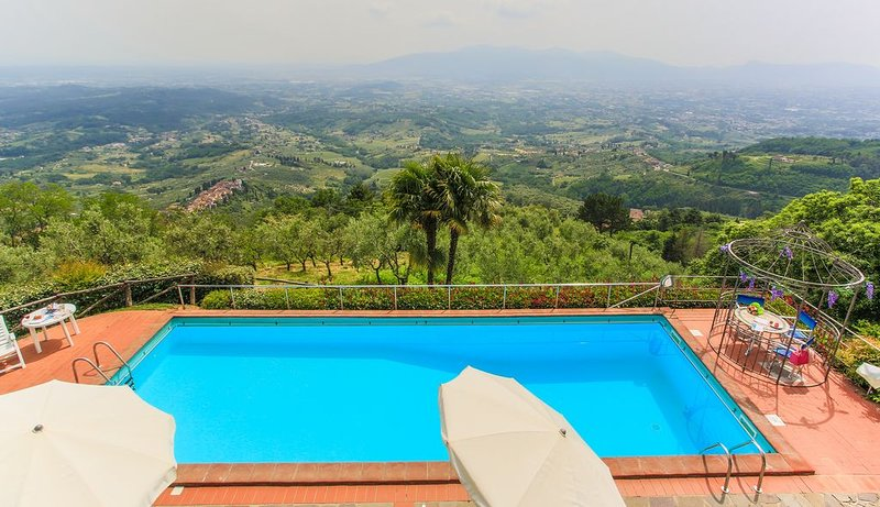 ALTAVISTA - TYPICAL VILLA UP TO 15 PERSONS, WITH AC, WIFI, AMAZING PANRAMIC POOL, holiday rental in Villa Basilica