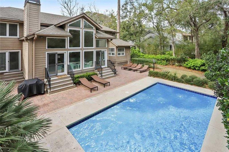 Spacious renovated two-story Hilton Head home - 3rd row!, location de vacances à Bluffton