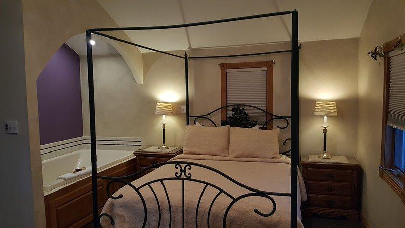 Snug Harbor Inn - Luxury Cottage 4, vacation rental in Algoma