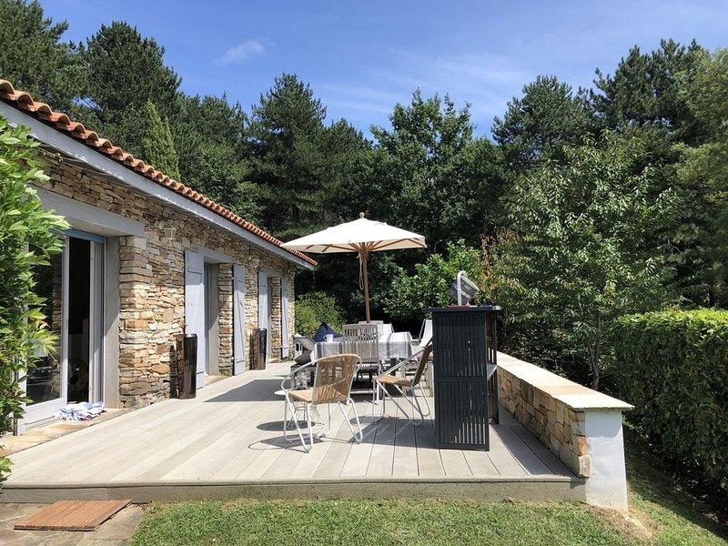 Maison De Charme Avec Piscine proche de Saint de Luz, de la Rhune, holiday rental in Urrugne