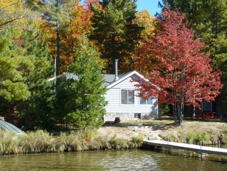 St. Germain Lost Lake Cabin - Fish, Boat, Swim, Bike, Hike, Shop, Relax, ATV!, holiday rental in Star Lake