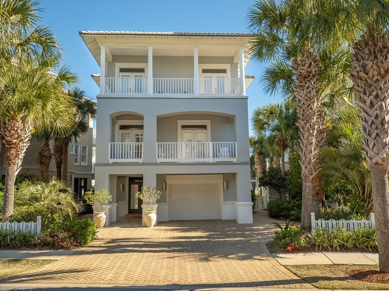 Paradise Pointe - Gorgeous 4 BR home with pool, holiday rental in Niceville